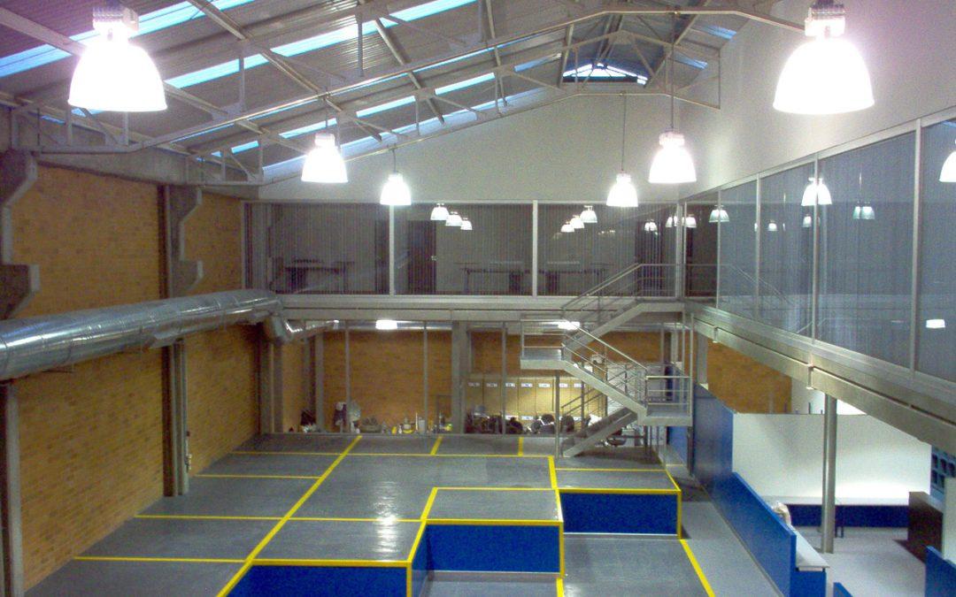 Construcción de oficinas principales Bogotá | AM Cargo & Courier